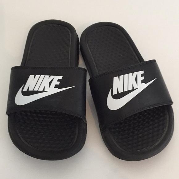 fe779a084 Kid Nike Slides 1Y. M 5b2958c2baebf6183e1c2588